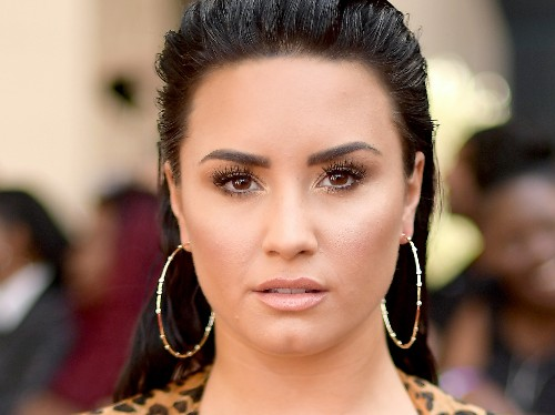 Demi Lovato fans defend her after hacker leaked alleged nude photos - Business Insider