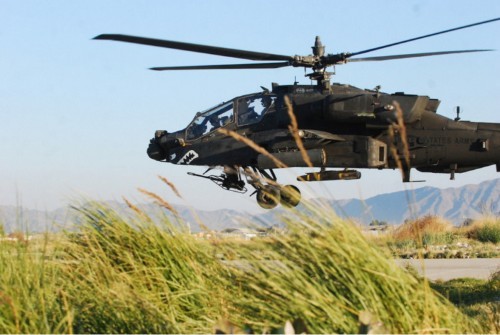 16 awesome photos of the Apache helicopter