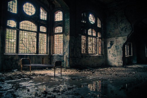 11 eerie photos of abandoned places around the world