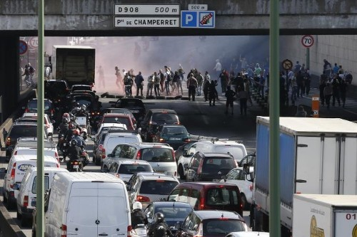 French cabbies angry at Uber block Paris airports and stations