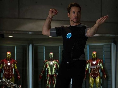 10 Awesome Behind-The-Scenes Photos From 'Iron Man 3'