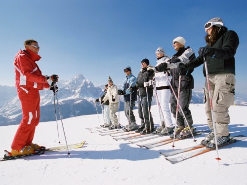 I've been skiing for 16 years — here are the 8 essentials I'd recommend for any beginner - Business Insider
