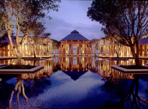 Luxury hotels like Four Seasons and Ritz Carlton around the world