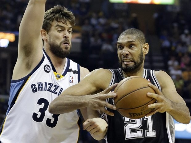 Tim Duncan Cut His Salary In Half To Keep The Spurs Together