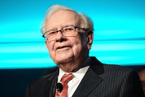 Warren Buffett spoke at an Omaha women's investor event and said he doesn't think men and women invest differently because his sisters have 'loaded up on Berkshire Hathaway too'