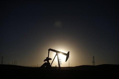 Oil prices fall as Saudi Arabia reports record output