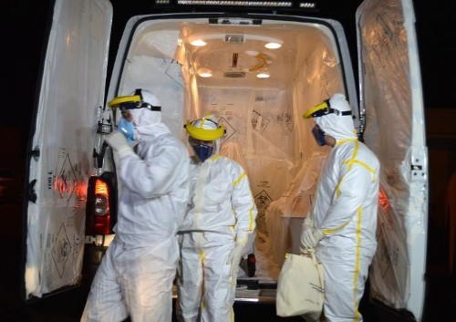 Authorities try to prevent panic as Ebola toll passes 4,000