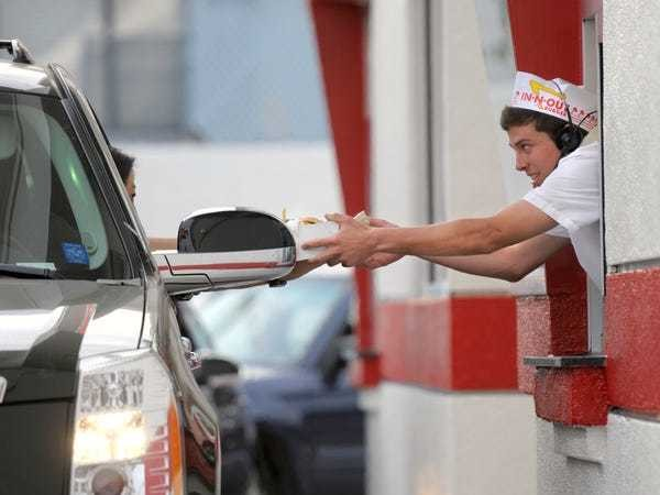 In-N-Out Burger pays employees better than most fast-food chains - Business Insider