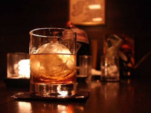 Whiskey essentials that everyone should have in their home bar
