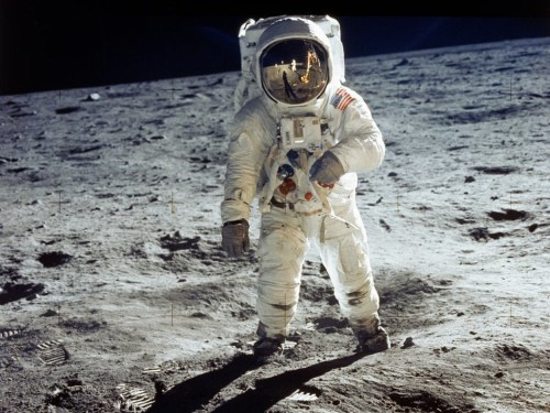 19 amazing facts about the moon