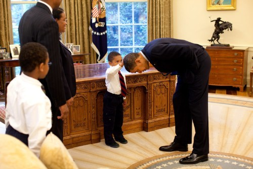 Iconic photo of boy feeling Obama's hair was taken 10 years ago