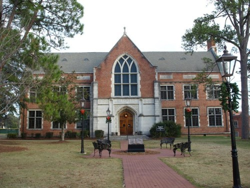 12 colleges around the US that people believe are haunted