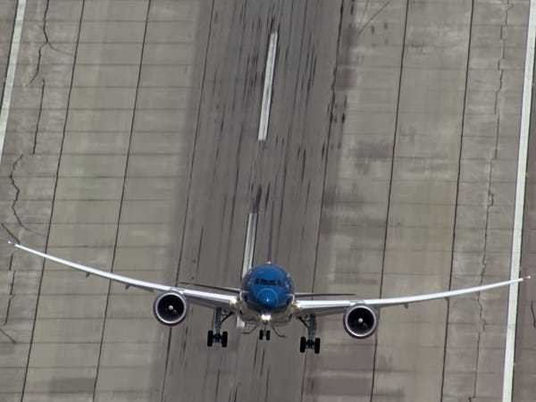 This cool YouTube feature takes Boeing's awesome stunt video to a whole new level - Business Insider