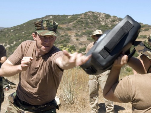 A Navy SEAL explains what to do if someone tries to mug you - Business Insider