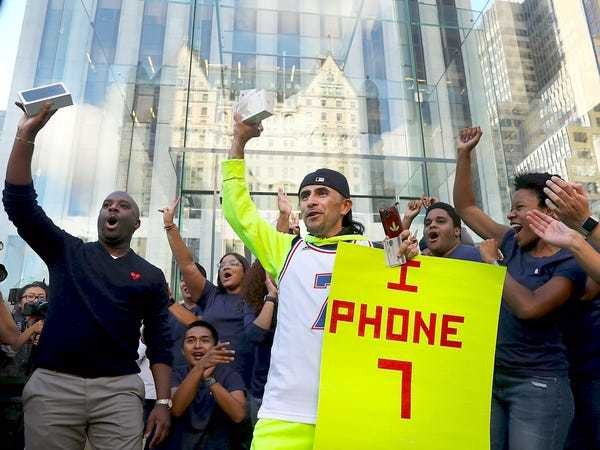 Apple is taking 104% of the profits in the entire smartphone industry - Business Insider