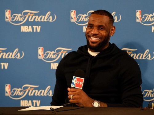 LeBron James gave all of his teammates Apple Watches during a pre-Finals bonding party