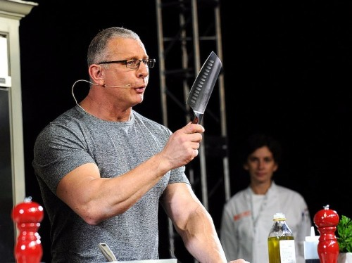 Celebrity chef Robert Irvine says these are the top 7 factors that determine whether a restaurant succeeds or fails
