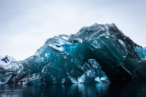 A Photographer Reveals The Spectacular Beauty Of An Iceberg That Flipped Over