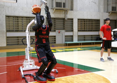 This basketball-shooting robot is more accurate than Steph Curry from 3-point range