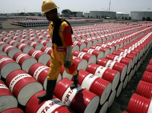 Oil dips after weak Chinese trade data