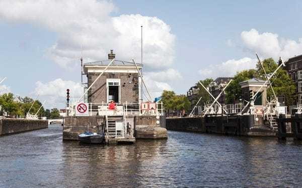 Step inside Amsterdam's tiny, award-winning bridge hotels: Photos - Business Insider