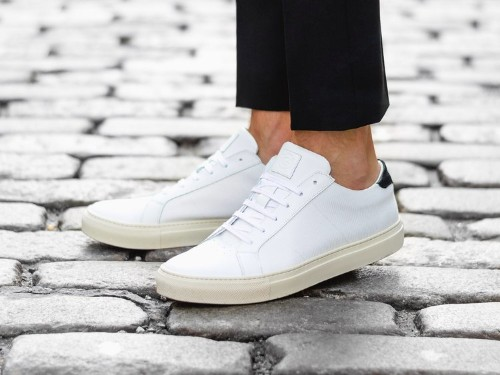8 stylish, minimalist sneakers for anyone who likes to keep it simple
