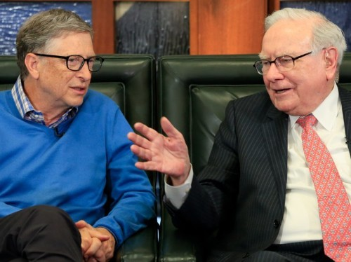 There is one ultimate measure of a successful life, according to Bill Gates and Warren Buffett, and it has nothing to do with money