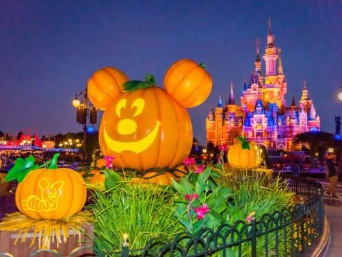 15 photos that show how Disney theme parks celebrate Halloween
