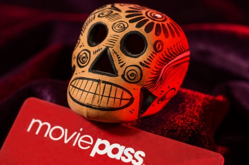 2 Wall Street banks made millions selling the collapsing shares of MoviePass' parent company, as their analysts kept 'buy' ratings on the cratering stock