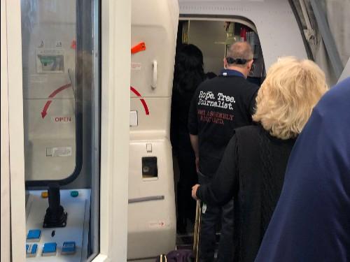 United passenger wears T-shirt advocating killing journalists - Business Insider
