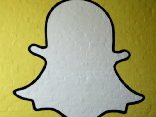 How to make a group chat on Snapchat, to send private Snaps and messages to multiple people at once