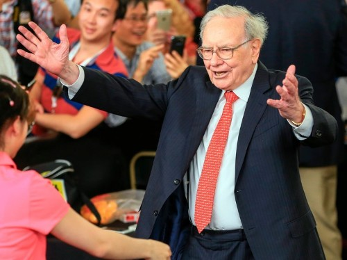 This is how Warren Buffett says you should seize an opportunity