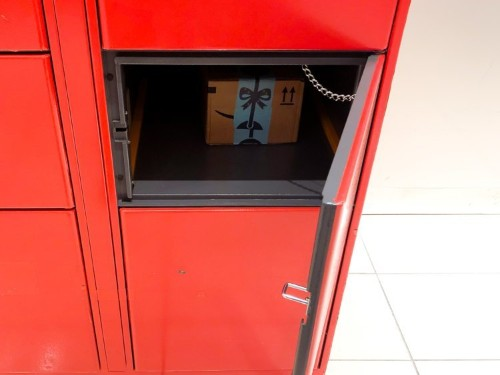 We compared Amazon's lockers and Walmart's pickup towers to see which one was easier to use — and there was a clear winner