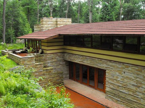 4 incredible Frank Lloyd Wright–designed homes you can sleep in