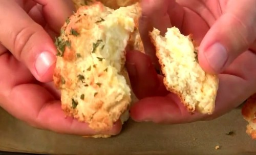 Here's How You Can Perfectly Replicate Red Lobster's Cheddar Bay Biscuits At Home