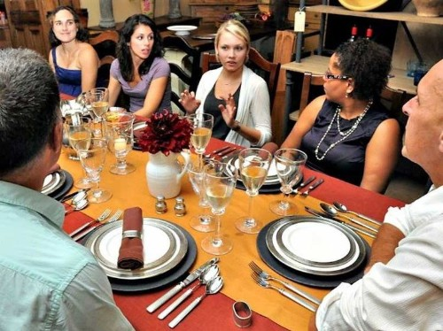 5 tricks to avoid uncomfortable conversations, no matter where you are for the holidays