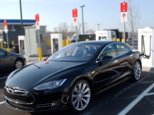 Elon Musk: Tesla could make a 400-mile range car today