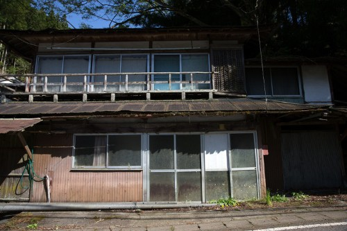 Millions of Japanese homes are abandoned, and owners are giving them away for free