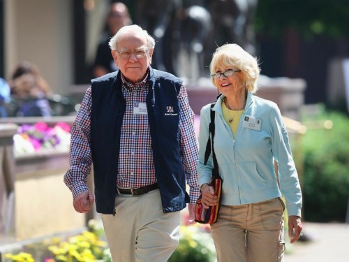 Inside billionaire Warren Buffett's unconventional marriage, which included an open arrangement and 3-way Christmas cards