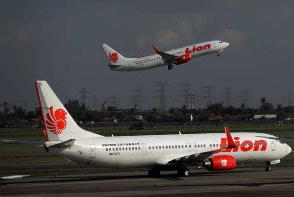 Boeing 737 NG pickle fork cracks on newer Lion Air planes - Business Insider