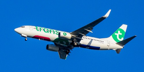 Transavia aborts flight after man tries to open emergency exit in midair - Business Insider