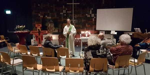 Dutch church holds 800-hour worship to prevent immigrants' deportation - Business Insider