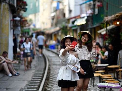 Hanoi, Vietnam shuts down Instagram-famous 'train street' cafes - Business Insider