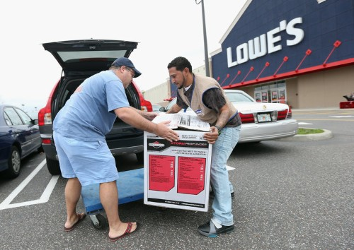 Lowe's is sinking after cutting its 2019 outlook amid a messy retail earnings season
