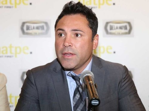 42-year-old Oscar De La Hoya says he's 'very serious' about making a comeback to fight Floyd Mayweather