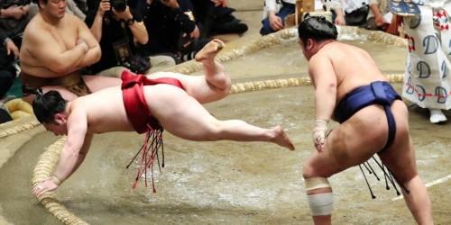 Trump makes custom trophy for Japanese Sumo champion