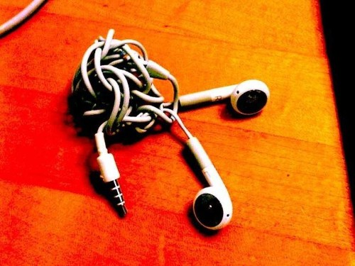A Physicist Has Solved The Problem Of Tangled Earbuds