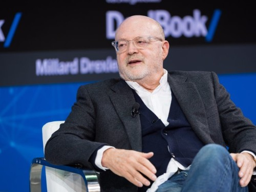 Mickey Drexler is severing his last ties with J.Crew at one of the most difficult times in its history