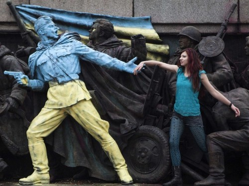 The West Is Frantically Trying To Keep Ukraine From Splitting