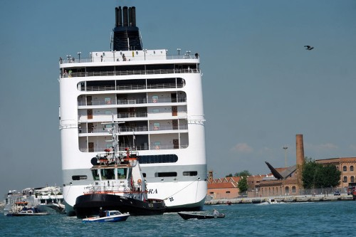 VIDEO: A huge, runaway cruise ship with its engines jammed on crashed into a small ferry in Venice